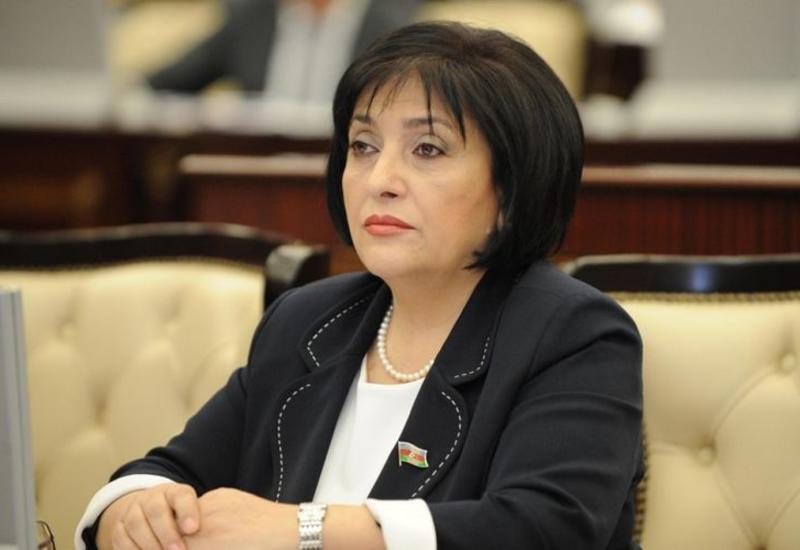 Спикер Милли Меджлиса Сахиба Гафарова обратилась к своим избирателям через Facebook и Twitter