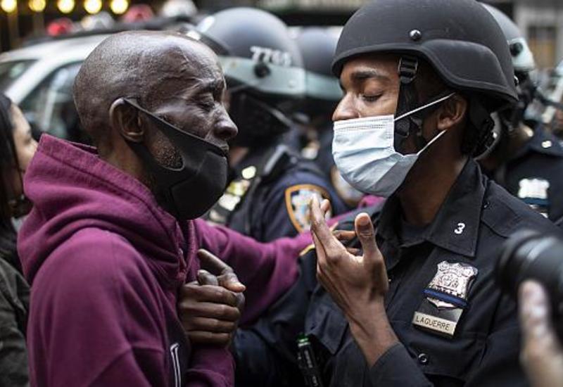 Аресты протестующих и нарушителей комендантского часа в Нью-Йорке - без комментариев