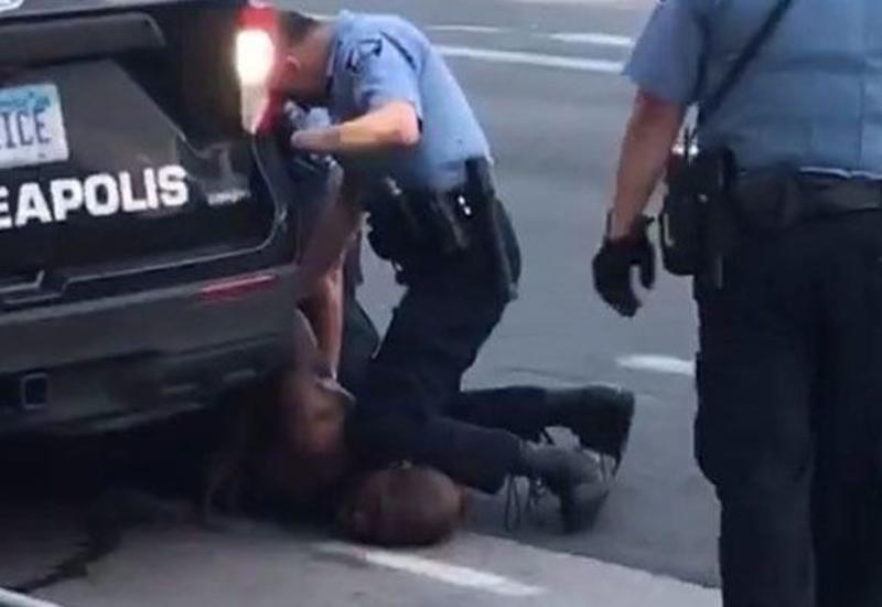 Убивший афроамериканца экс-полицейский просит нового суда