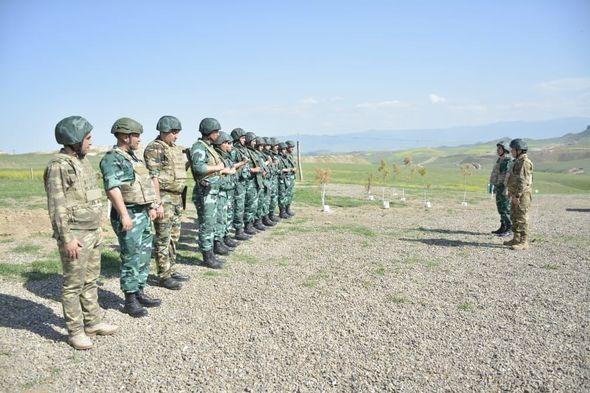 Генералы Погранслужбы и Военной прокуратуры Азербайджана побывали на границе с Арменией