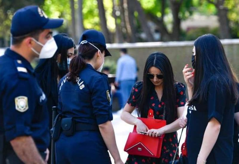 Полиция в Баку начала наказывать тех, кто не носит защитных масок
