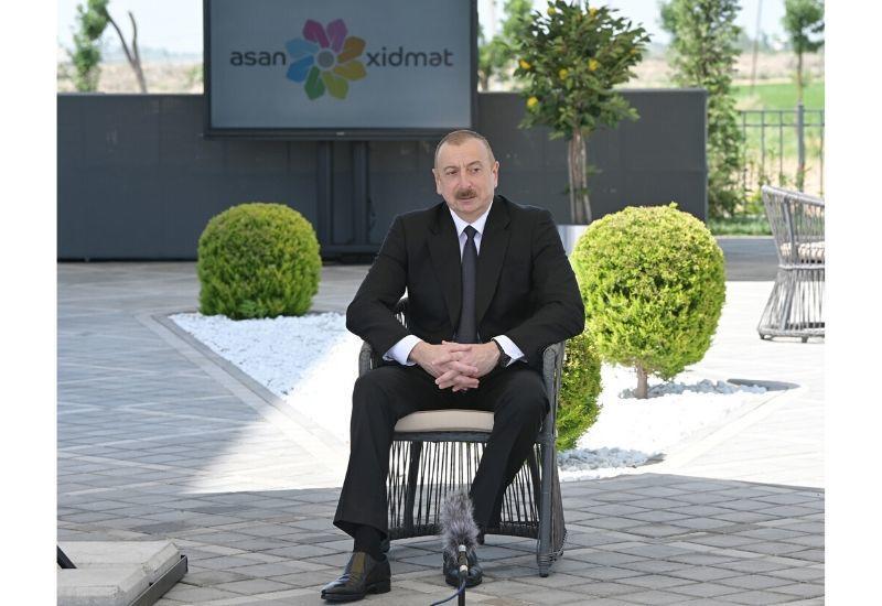 Президент Ильхам Алиев: Люди неделями обивали пороги за справкой, зачастую получали необходимые им документы за взятку. Но вот уже много лет эта практика в Азербайджане полностью устранена