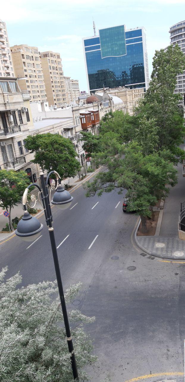 Опустевший Баку: виды из окон, балконов и с улиц