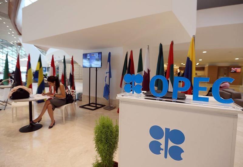 Страны ОПЕК снова договорились сдерживать добычу нефти
