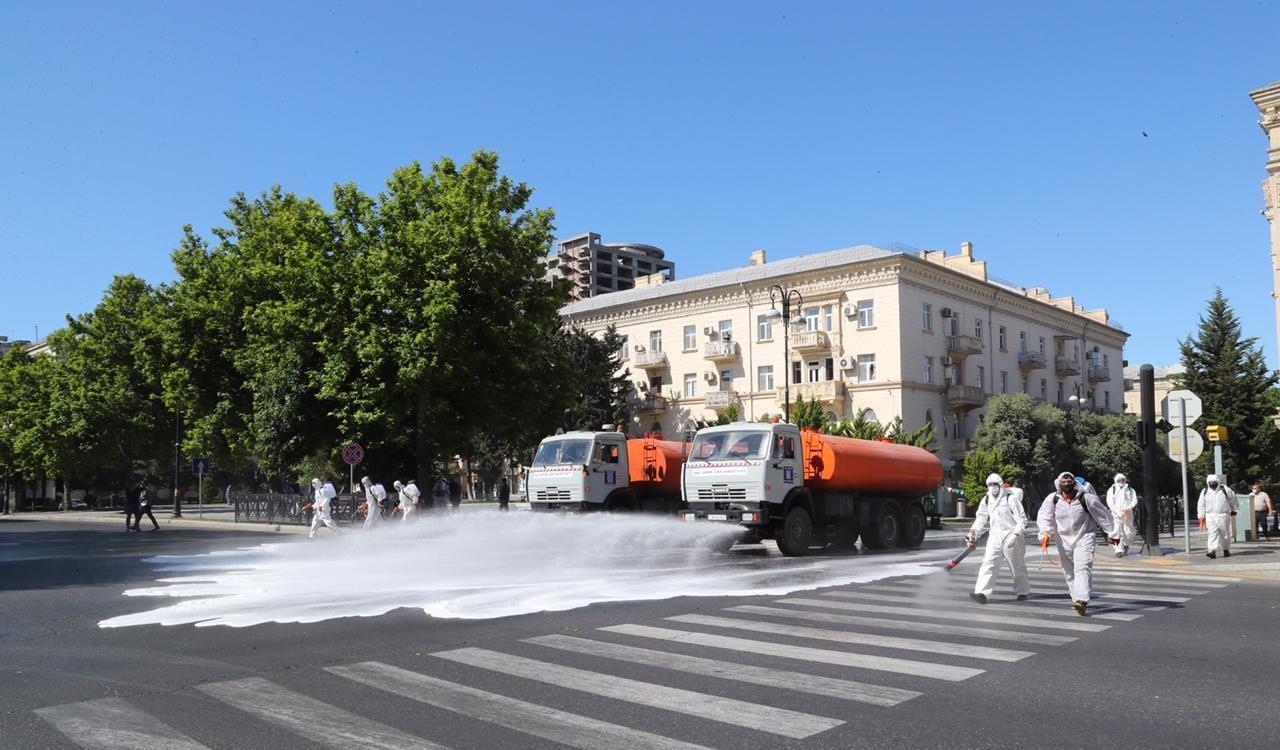 На бакинских улицах и проспектах проведена усиленная дезинфекция