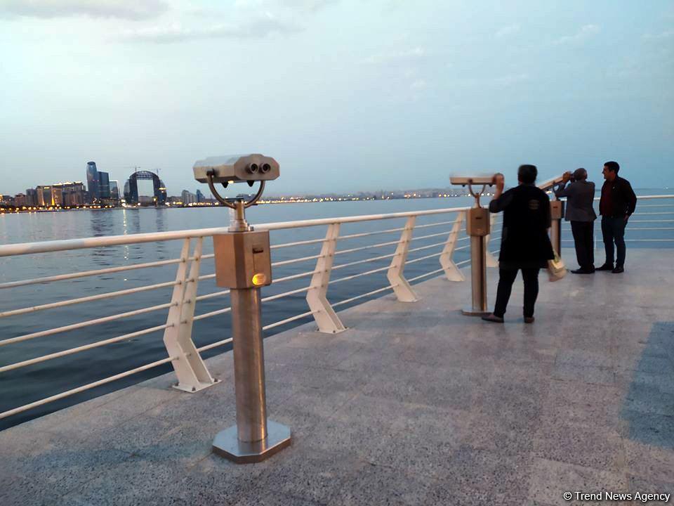 На Бакинском бульваре установлены смотровые бинокли