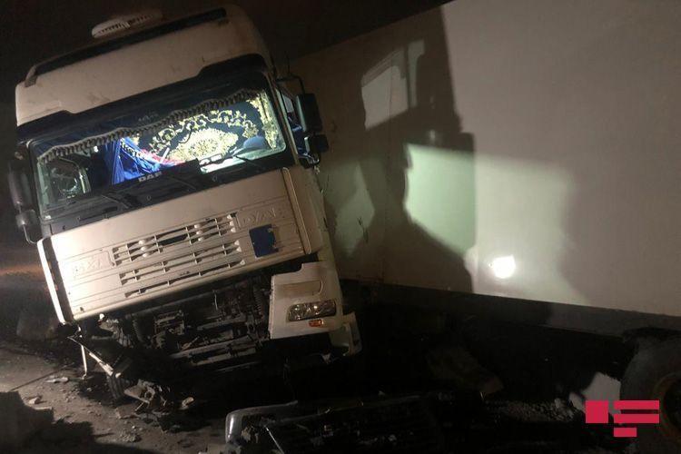 ДТП в Абшероне: у грузовика оторвало топливный бак