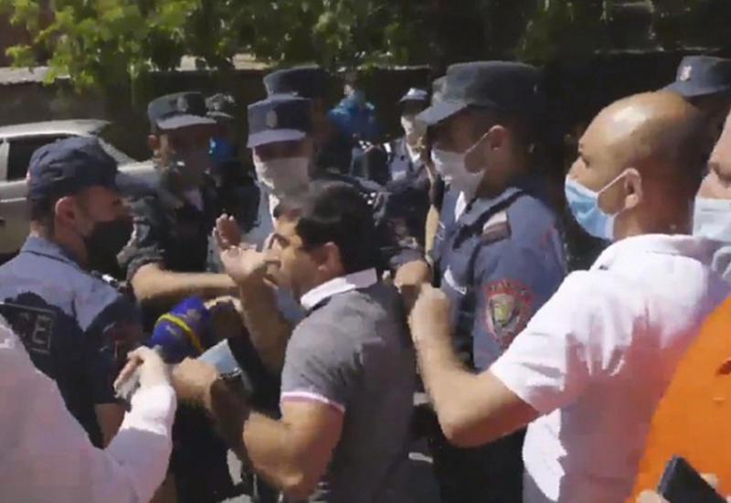 В Ереване задержали сторонников Царукяна - ситуация накаляется