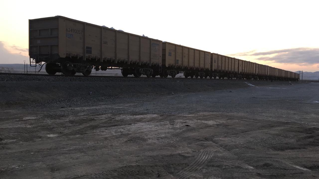 По Баку-Тбилиси-Карс начали перевозить новые виды грузов