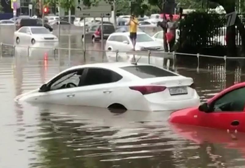 No comment: Москва под водой - пробки, затопленные дворы и метро