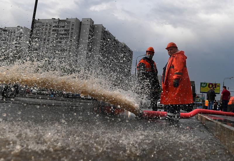 В Москве из-за ливней пострадали более 30 участков дорог