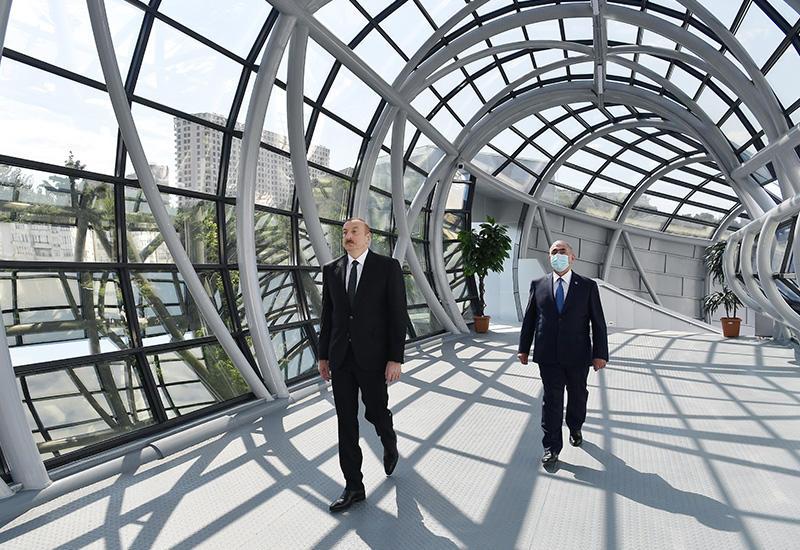 Президент Ильхам Алиев принял участие в открытии надземного пешеходного перехода на улице Неаполя в Баку