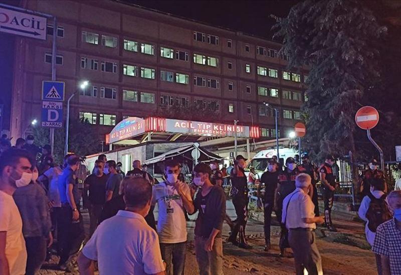 Сильный пожар в стамбульской больнице