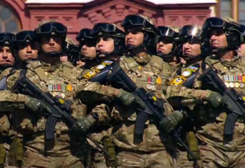 Азербайджан продемонстрировал собственное оружие на параде Победы в Москве