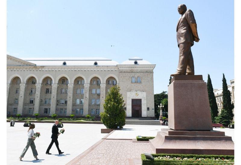 Президент Ильхам Алиев и Первая леди Мехрибан Алиева прибыли в Гянджу
