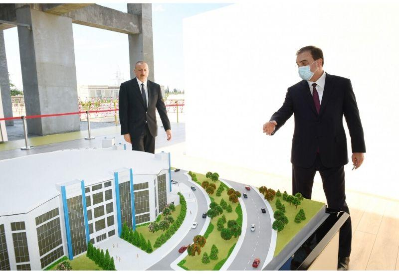 Президент Ильхам Алиев ознакомился со строительством Гянджинского дворца спорта