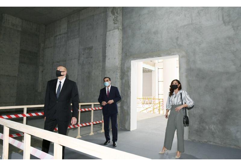 Президент Ильхам Алиев и Первая леди Мехрибан Алиева ознакомились со строительством нового здания Гянджинского государственого драматического театра