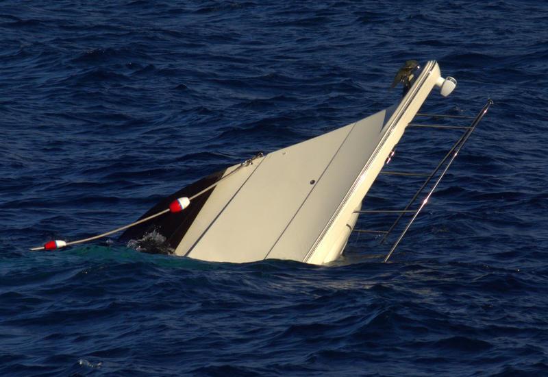 На юго-западе Китая перевернулось судно с 27 людьми на борту