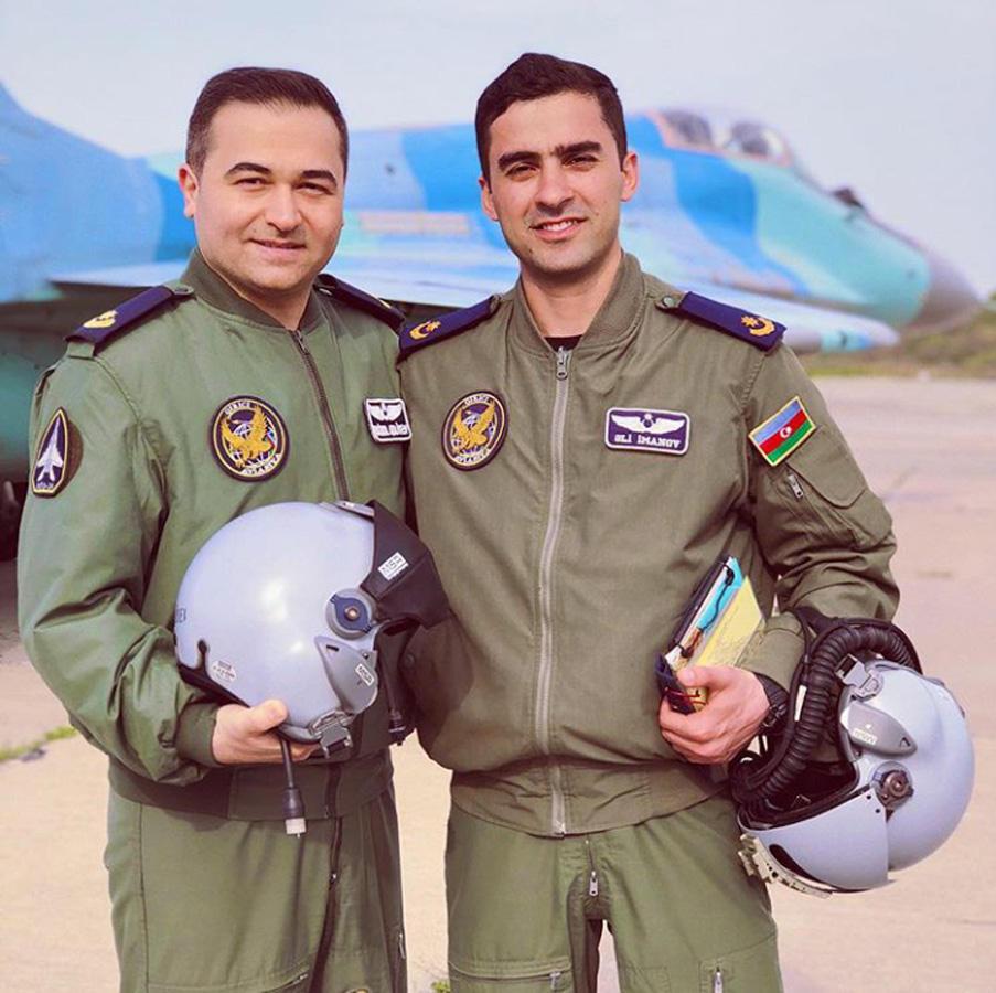 Азербайджанские звезды проводят флешмоб в соцсетях в честь Дня Вооруженных сил