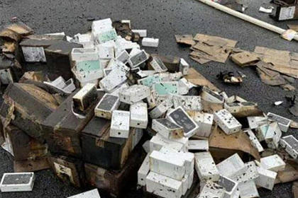 В Китае грузовик с тысячами iPhone перевернулся и сгорел