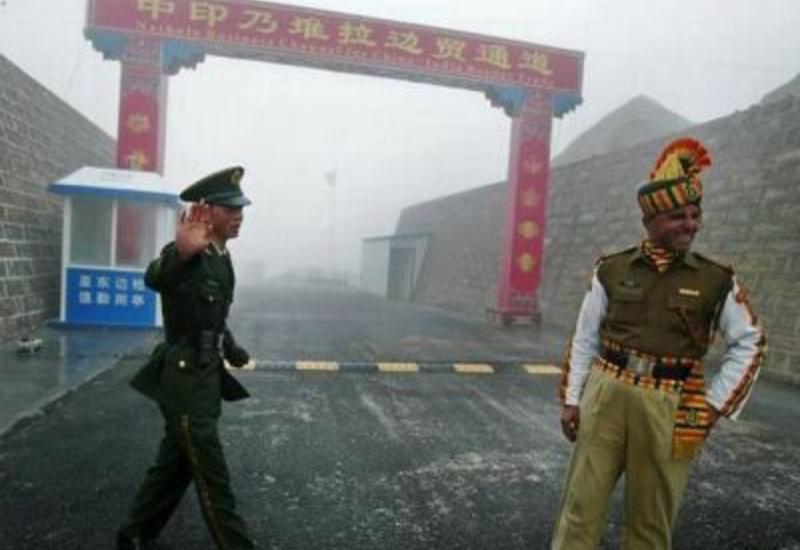 Индия и Китай начали укреплять спорный участок границы после столкновения военных