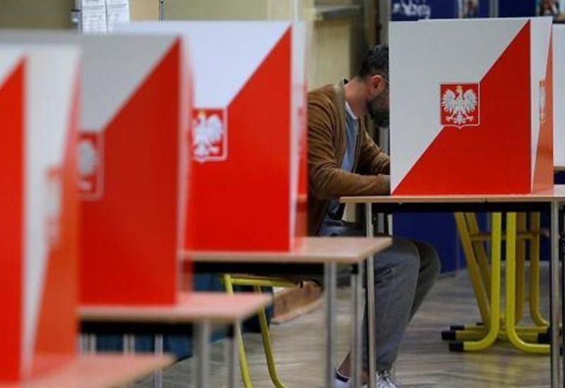 В Польше началось голосование во втором туре выборов президента