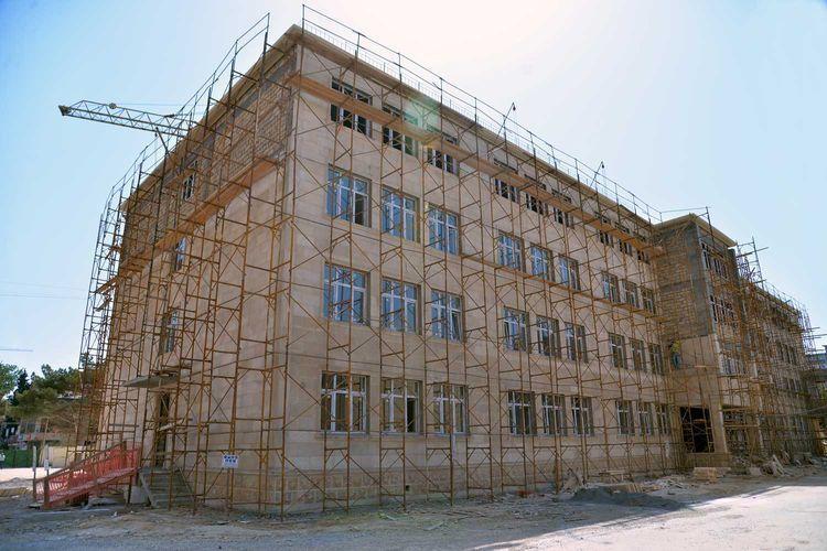 В Баку строятся новые школы