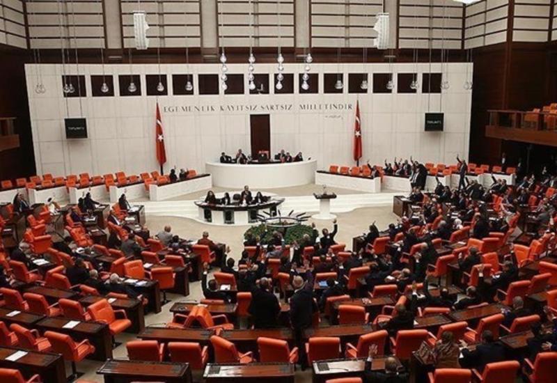 В Турции трое депутатов парламента заразились COVID-19