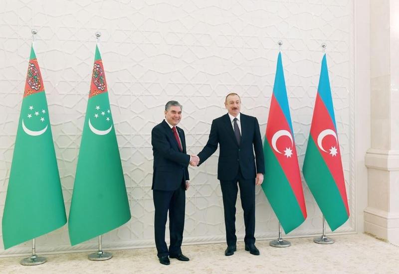Президент Ильхам Алиев позвонил Гурбангулу Бердымухамедову