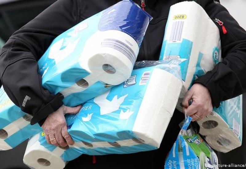 Почему люди массово ринулись скупать туалетную бумагу во время пандемии