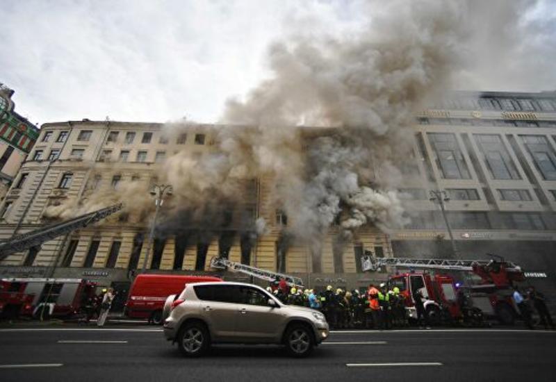 Тверскую улицу в Москве перекрыли из-за пожара