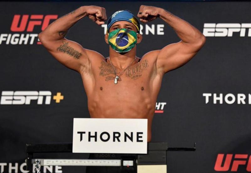 Главный бой турнира UFC 251 не состоится. Один из бойцов заразился