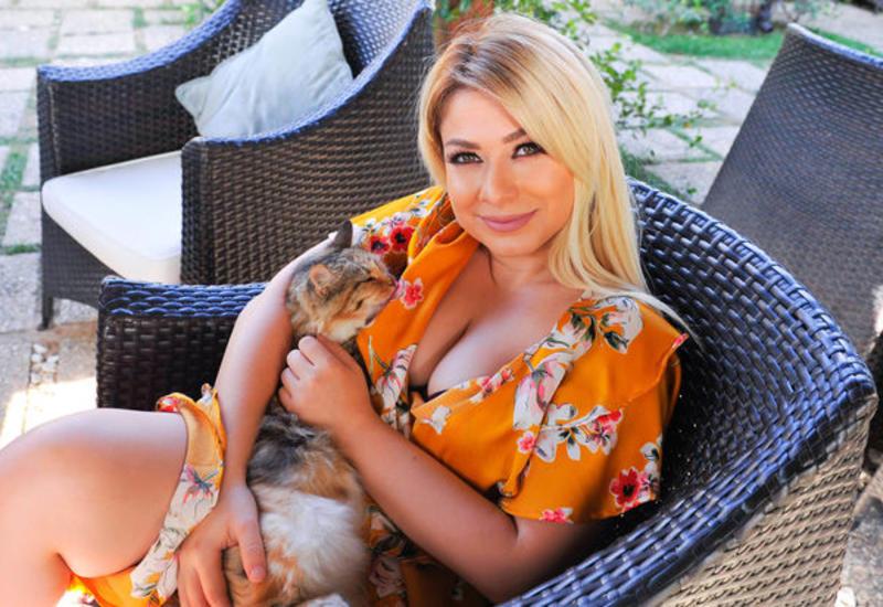 Азербайджанскую телеведущую уволили за нарушение карантина