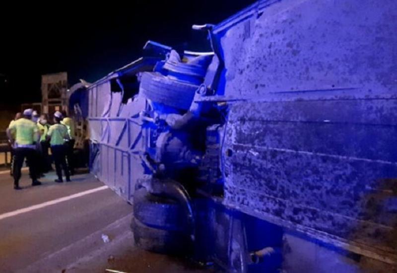 Пассажирский автобус перевернулся в Турции, есть погибший и пострадавшие