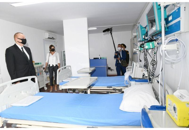 Президент Ильхам Алиев и Первая леди Мехрибан Алиева приняли участие в открытии модульного госпиталя для лечения больных коронавирусом в Баку