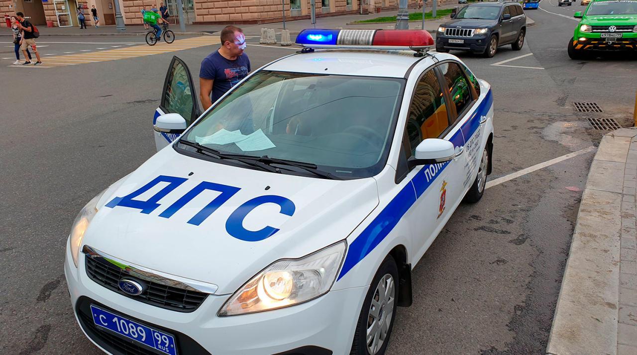 Иномарка протаранила шесть автомобилей в Москве