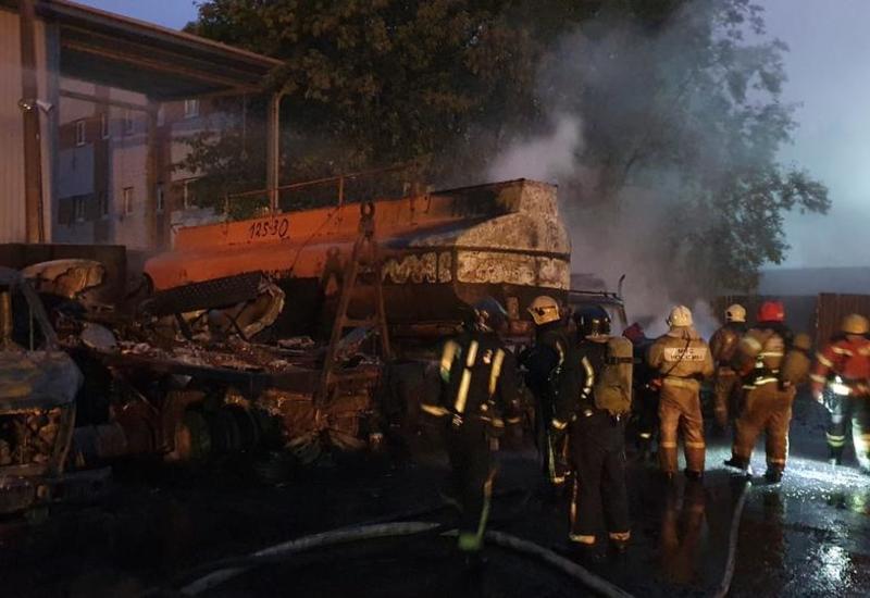 Жуткий пожар в Петербурге: загорелись цистерна и автомобили вокруг