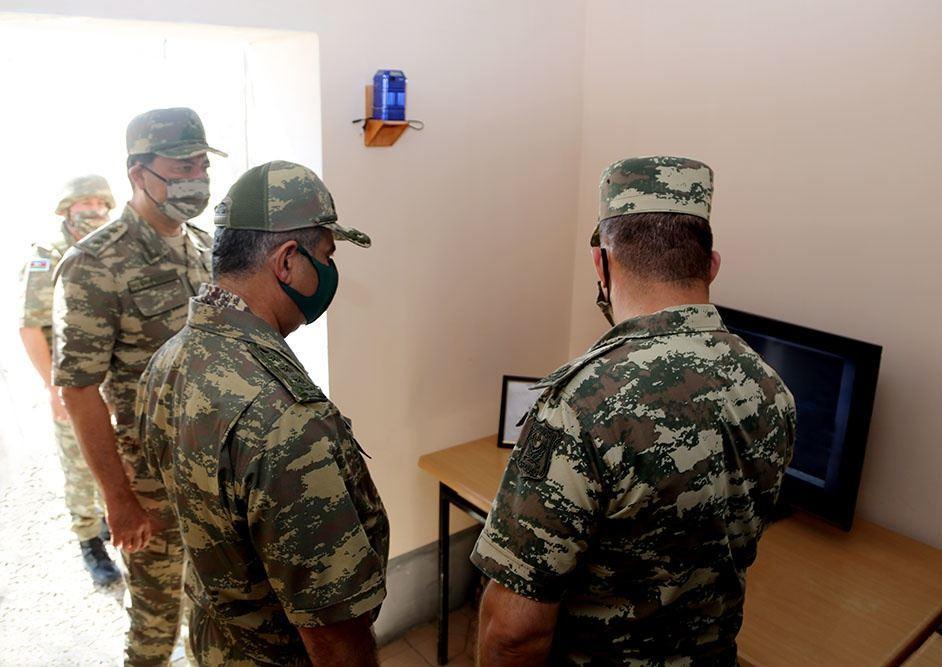 Закир Гасанов посетил передовые подразделения