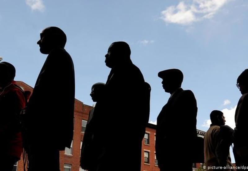 В США за пособием по безработице обратилось больше миллиона человек за неделю