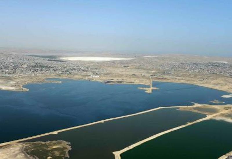 Начались работы по очистке слоя сточных вод на озере Беюк Шор