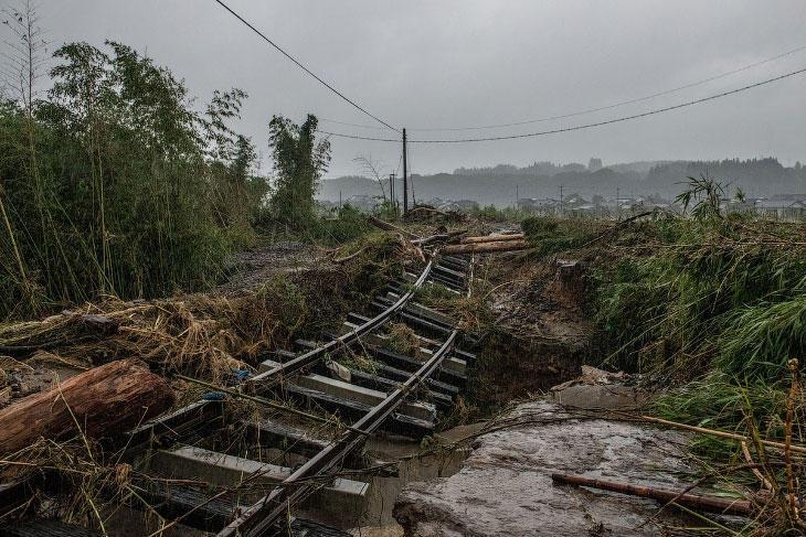 Более 12 тыс. зданий повреждено в Японии из-за сильных ливней