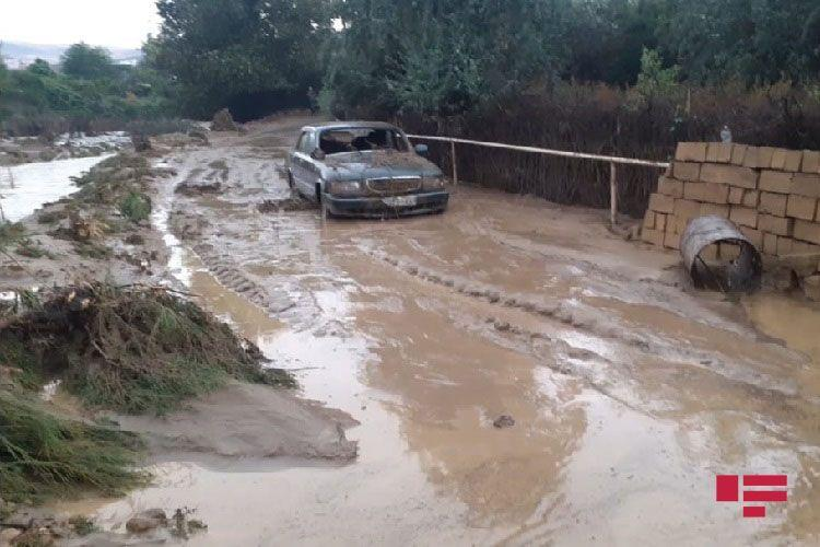 В Гобустане сель нанес серьезный ущерб инфраструктуре и частным хозяйствам