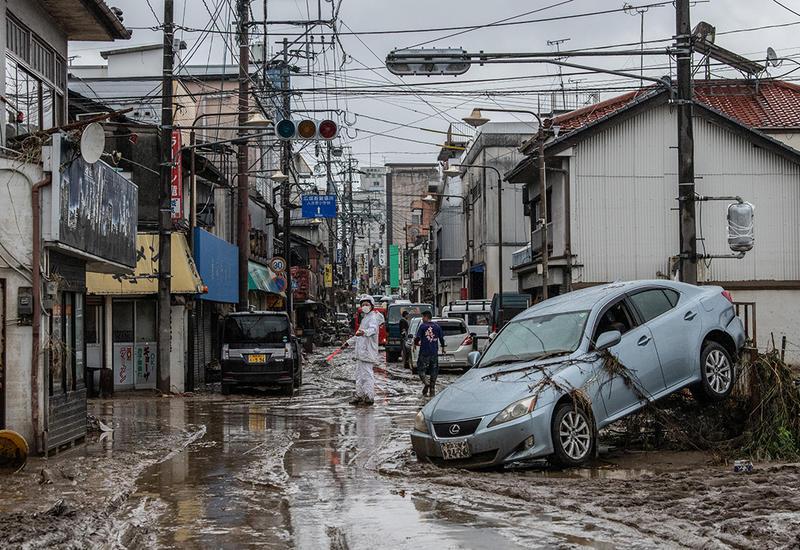 Ущерб от ливней подсчитывают в Японии