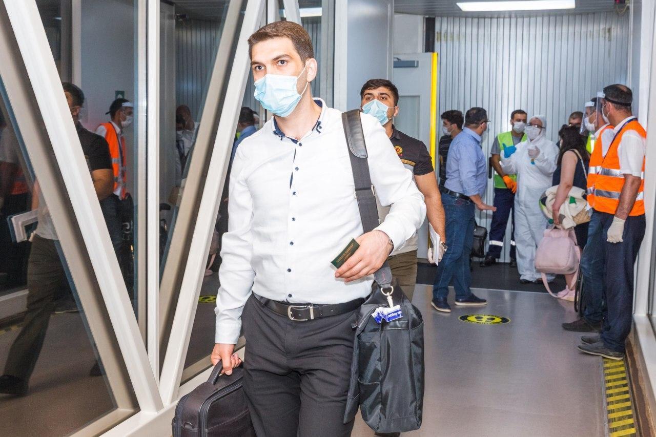 В Баку прибыло 22 российских врача для оказания помощи в борьбе с пандемией коронавируса