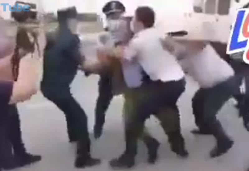 Армянская полиция отлавливает дезертиров, бегущих от границы с Азербайджаном