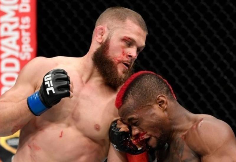 Азербайджанец одержал историческую победу в UFC