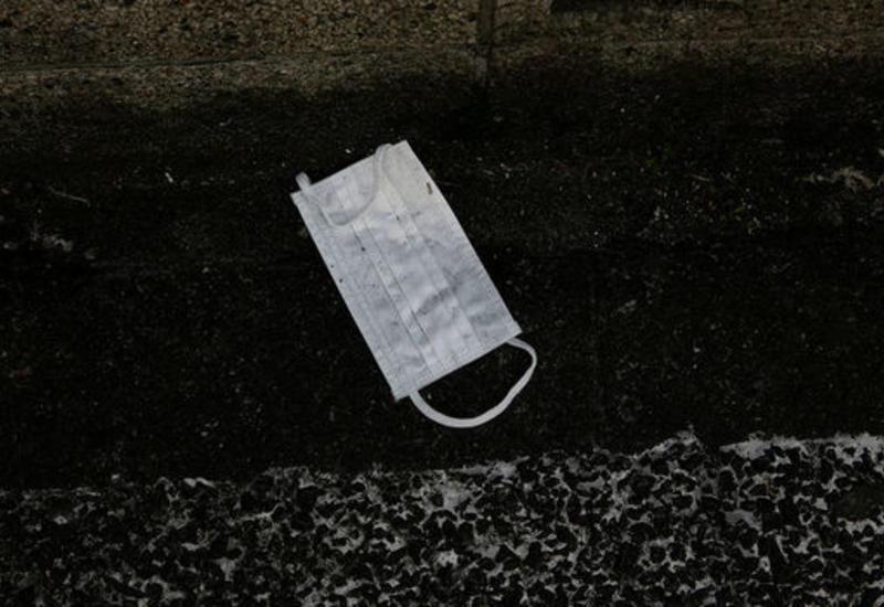 Японские СМИ предупредили об угрозе одноразовых масок для экологии