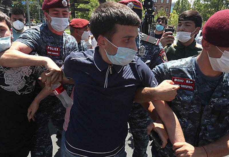 В Ереване абитуриенты  вышли на протесты против афер Минобразования - есть задержанные