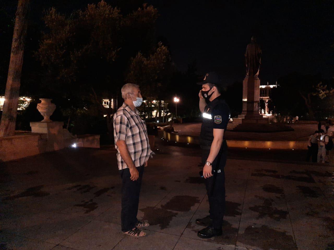 В Баку продолжаются вечерние рейды полиции
