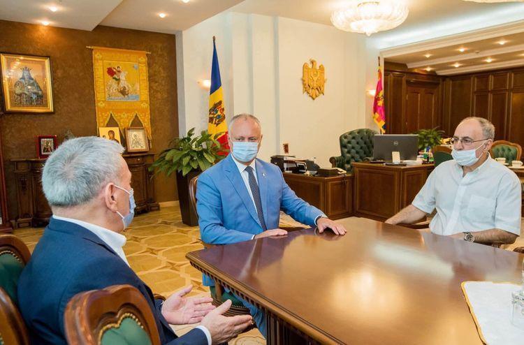 Президент Молдовы встретился с представителями диаспор Азербайджана и Армении